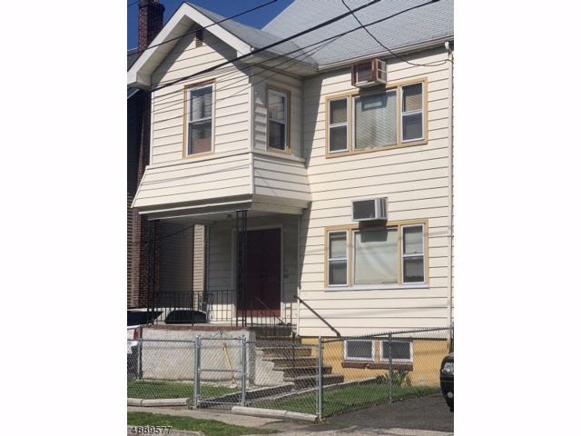 5 BR,  3.00 BTH  Multi-family style home in Newark