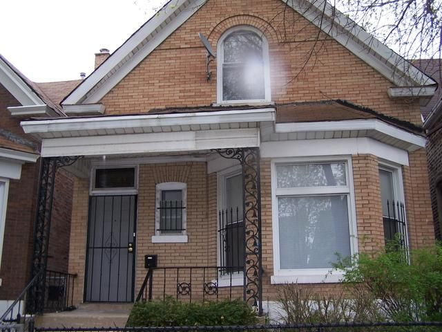 4 BR,  2.00 BTH  2 story style home in Chicago