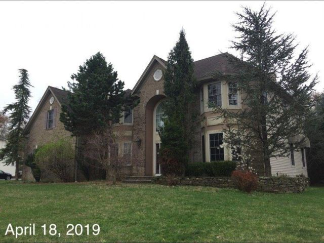 6 BR,  3.00 BTH Colonial style home in West Caldwell