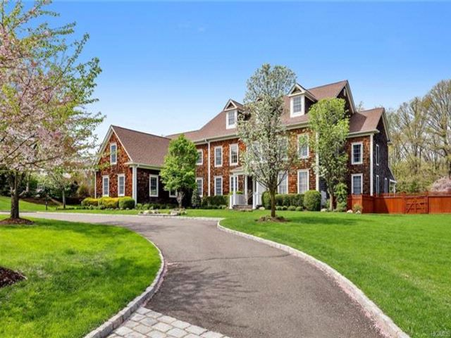 5 BR,  5.50 BTH Colonial style home in West Nyack