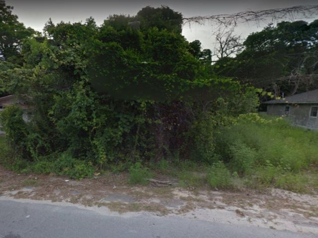 Lot <b>Size:</b> 0.17 Land style home in Panama City
