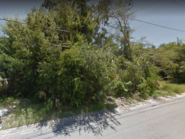 Lot <b>Size:</b> 0.15 Land style home in Titusville
