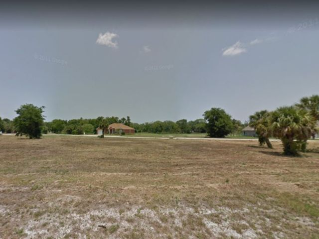Lot <b>Size:</b> 0.36 Land style home in Titusville