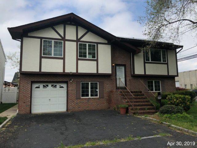 5 BR,  2.00 BTH Bi-level style home in Kenilworth