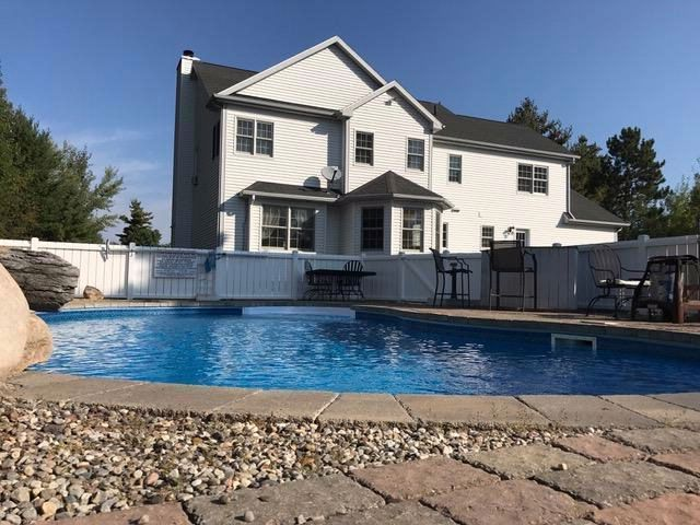 4 BR,  2.55 BTH Colonial style home in Plattsburgh