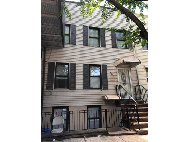 4 BR,  0.00 BTH  Multi-family style home in Greenpoint