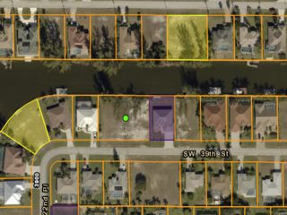 Lot <b>Size:</b> 0.46 Land style home in Cape Coral