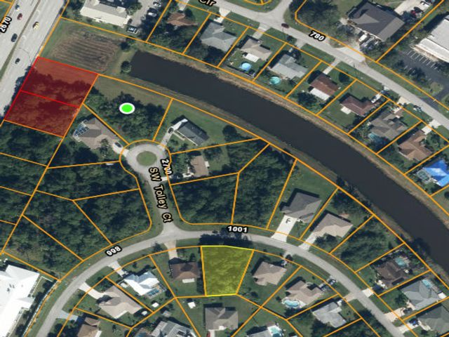 Lot <b>Size:</b> 0.38 Land style home in Port Saint Lucie