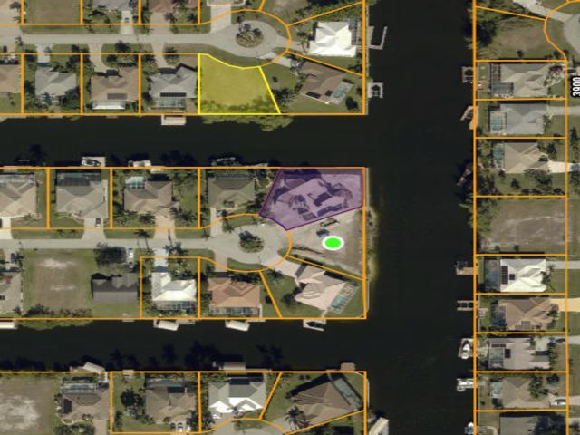 Lot <b>Size:</b> 0.24 Land style home in Cape Coral