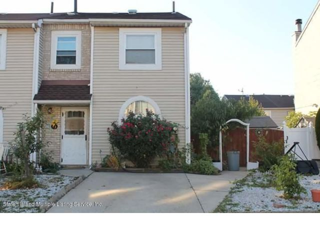 3 BR,  1.50 BTH  Townhouse style home in Arlington