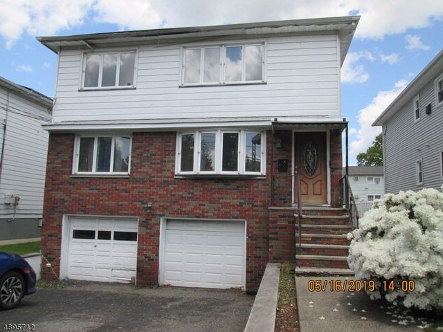 6 BR,  2.00 BTH Multi-family style home in Belleville