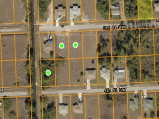 Lot <b>Size:</b> 0.25  Land style home in Lehigh Acres