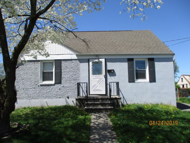 3 BR,  1.00 BTH Cape style home in Carteret