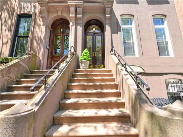 8 BR,  6.00 BTH  Multi-family style home in Carroll Gardens