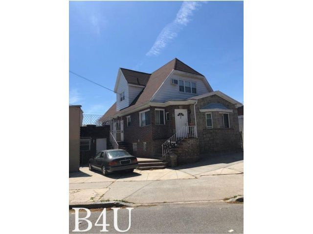 8 BR,  4.00 BTH  style home in Marine Park