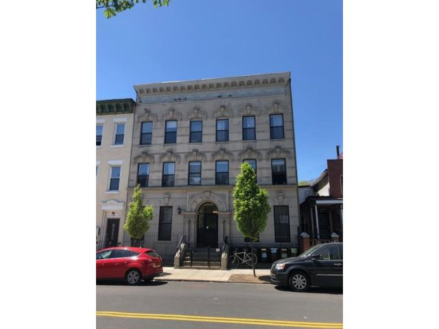 6 BR,  6.00 BTH   style home in Bedford Stuyvesant