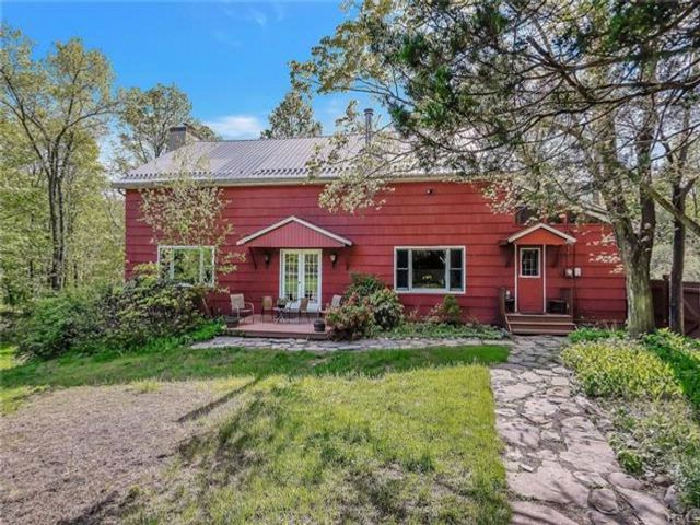 3 BR,  2.00 BTH  Converted barn style home in Chester