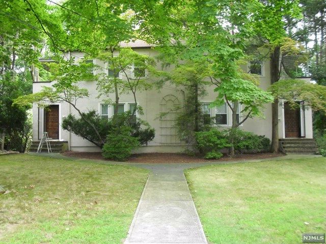 6 BR,  4.00 BTH 2 family style home in Harrington Park