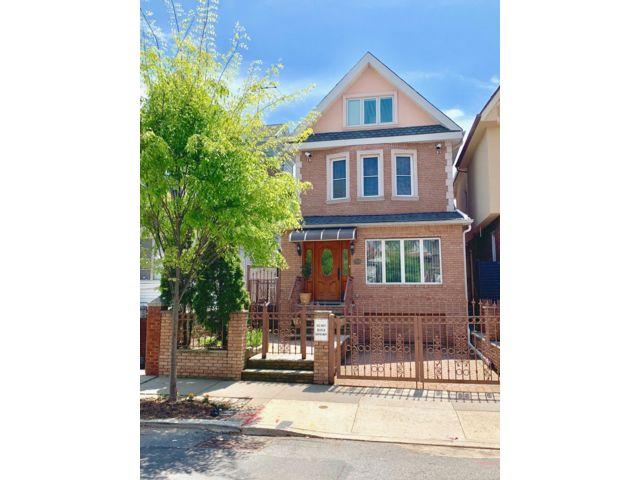 4 BR,  3.50 BTH Victorian style home in Bay Ridge