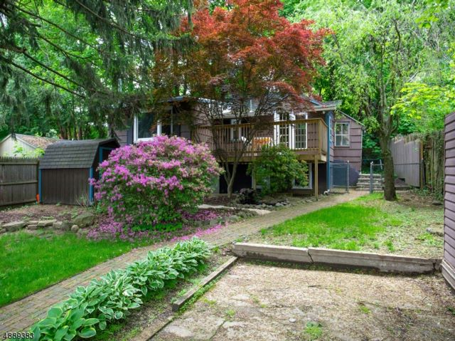 2 BR,  1.00 BTH Ranch style home in Lincoln Park