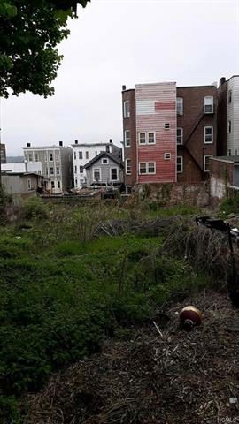 Lot <b>Size:</b> 0.1148  Land style home in Yonkers