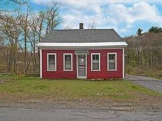 2 BR,  1.00 BTH Cape style home in Lancaster