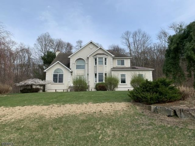 4 BR,  2.50 BTH Colonial style home in Andover