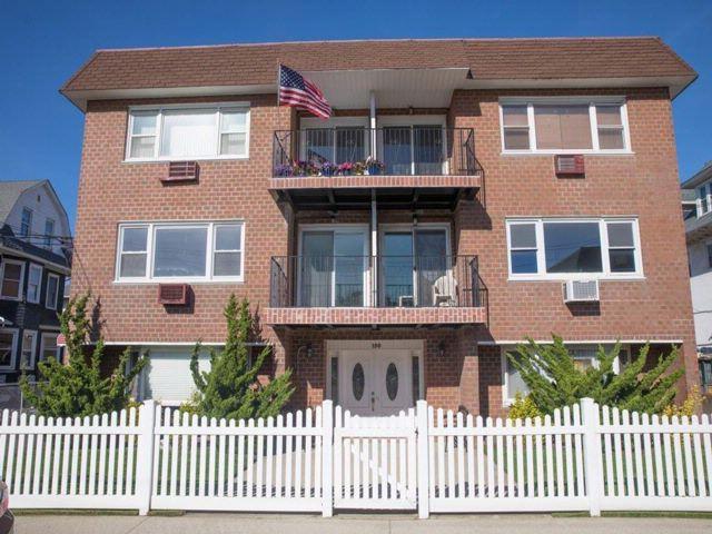 2 BR,  2.00 BTH Condominium style home in Belle Harbor
