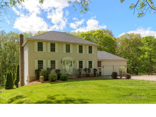 3 BR,  3.50 BTH Colonial style home in Leominster