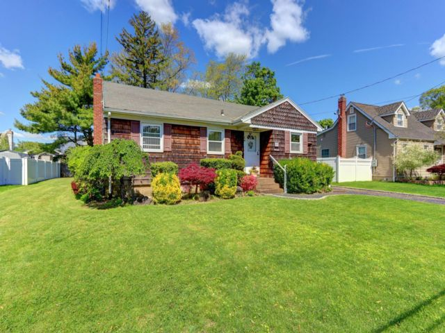 3 BR,  1.00 BTH  Ranch style home in Massapequa Park