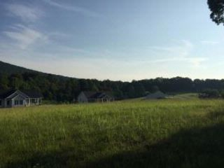 Lot <b>Size:</b> 5 AC  Lot style home in Hardy