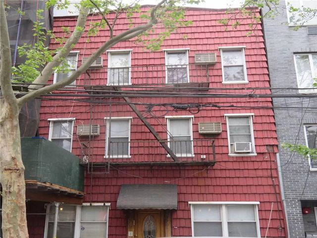6 BR,  6.00 BTH Colonial style home in Brooklyn