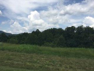 Lot <b>Size:</b> 1.306 AC Lot style home in Hardy