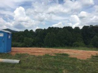 Lot <b>Size:</b> 1.346 AC Lot style home in Hardy