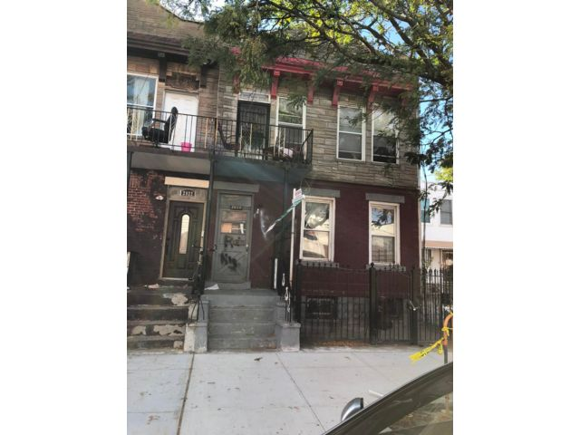 8 BR,  4.00 BTH  2 story style home in Coney Island