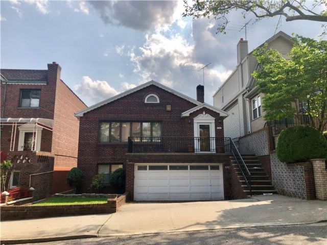 4 BR,  3.00 BTH Multi-family style home in Dyker Heights