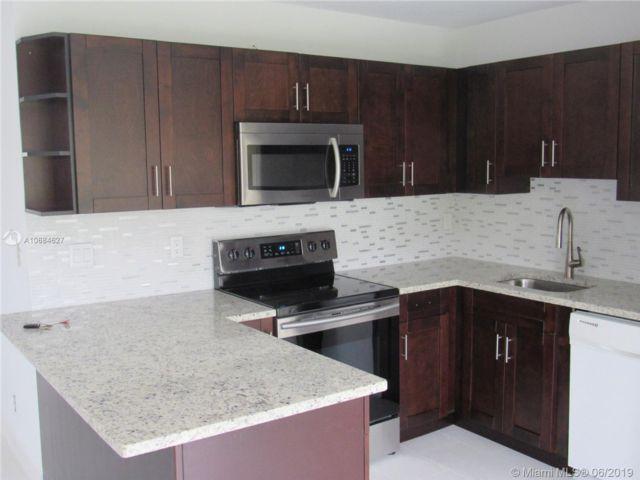3 BR,  2.50 BTH Apartment style home in Deerfield Beach