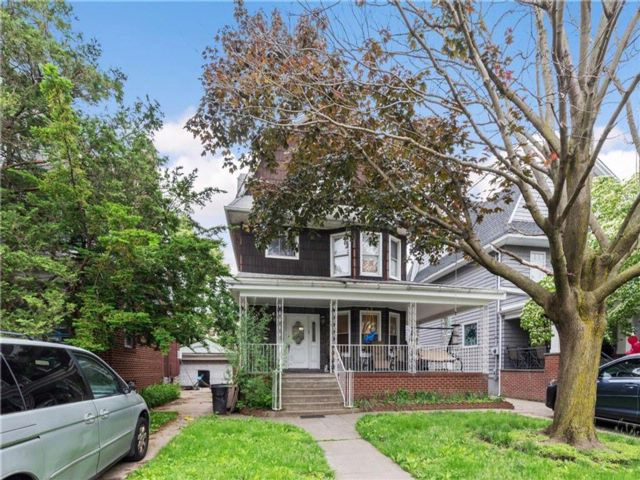 7 BR,  3.00 BTH Single family style home in Midwood