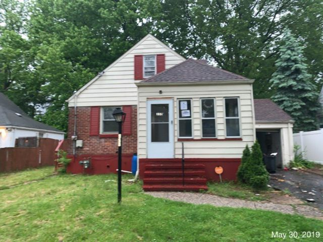 3 BR,  1.00 BTH  Cape style home in Roselle