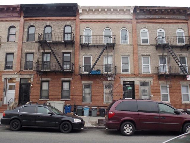 11 BR,  0.00 BTH Multi-family style home in Sunset Park