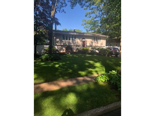 3 BR,  2.50 BTH  Hi ranch style home in Commack