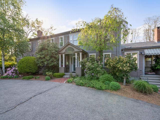 5 BR,  3.50 BTH Colonial style home in Canton