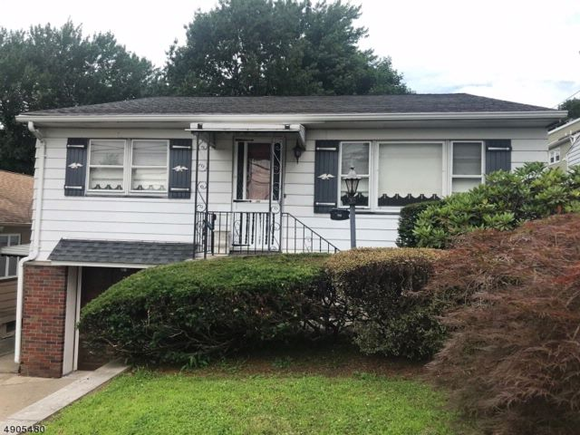 3 BR,  2.00 BTH  Ranch style home in Belleville