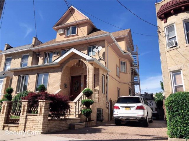 7 BR,  4.00 BTH Multi-family style home in Dyker Heights