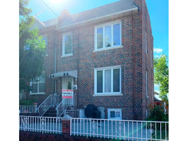 3 BR,  2.50 BTH   style home in Brooklyn