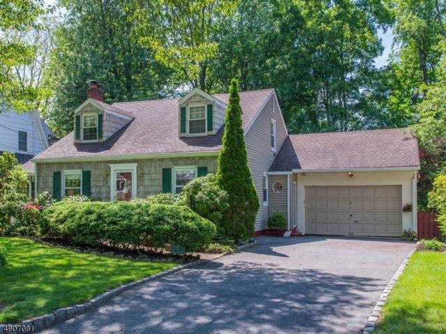 4 BR,  3.50 BTH Custom home style home in North Caldwell