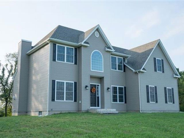 4 BR,  3.00 BTH Colonial style home in Pine Bush