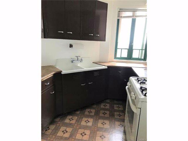 [Glendale Real Estate, listing number 6898177]