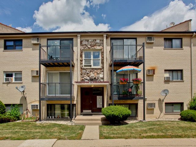 [Elmhurst Real Estate, listing number 6898638]