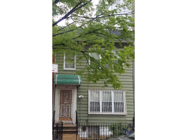 3 BR,  1.50 BTH  Townhouse style home in Brooklyn
